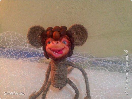Предлагаю сделать такую кофейную обезьянку, совместив намотку джутовым шпагатом с кофе и лепкой. фото 20