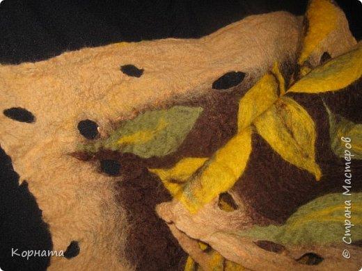 Всем здравствуйте! Сегодня я с дебютом в мокром валянии.Давно хотелось свалять шарфик, но все что-то мешало.А тут приехали в гости солохи Люда)Львовна) и Лена(VADLESA), и подбила я Ленку на шарфик ( вдвоем вроде как не страшно!)))) И даже Львовна приняла участие, собственно ручно приваляла пару листочков!))   фото 9