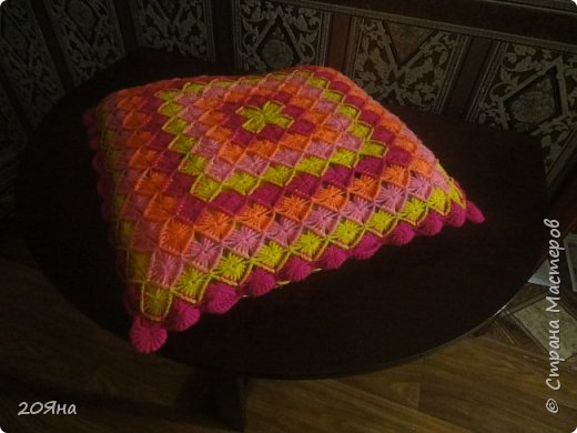 """Здравствуйте, дорогие рукодельницы! Сегодня я хотела бы показать, какие у меня получились подушки. Связаны крючком № 2,5 из пряжи """"Каролина"""" четырех цветов. фото 2"""