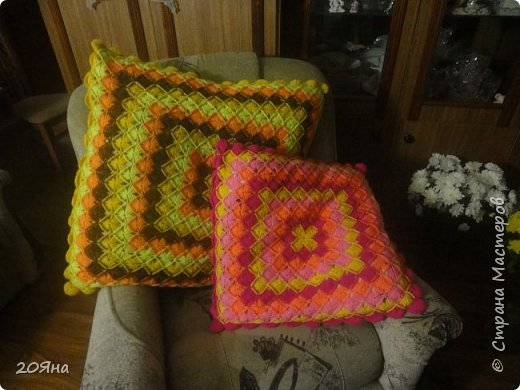 """Здравствуйте, дорогие рукодельницы! Сегодня я хотела бы показать, какие у меня получились подушки. Связаны крючком № 2,5 из пряжи """"Каролина"""" четырех цветов. фото 1"""