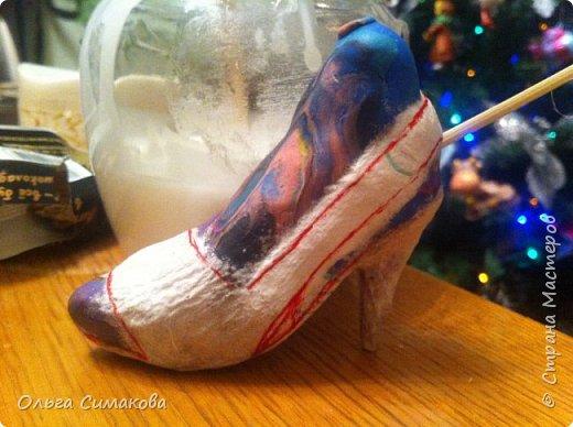 Вот такая у меня сегодня туфелька:) Надеюсь, Вам понравится. Конечно же она очень простая, но на всякий случай покажу как делала. Она из серии неограниченных возможностей пластилина в технике папье- маше.  фото 11