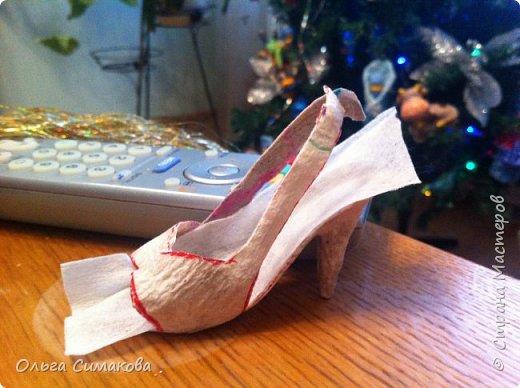 Вот такая у меня сегодня туфелька:) Надеюсь, Вам понравится. Конечно же она очень простая, но на всякий случай покажу как делала. Она из серии неограниченных возможностей пластилина в технике папье- маше.  фото 15