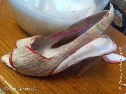 Вот такая у меня сегодня туфелька:) Надеюсь, Вам понравится. Конечно же она очень простая, но на всякий случай покажу как делала. Она из серии неограниченных возможностей пластилина в технике папье- маше.  фото 19