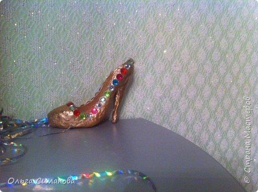 Вот такая у меня сегодня туфелька:) Надеюсь, Вам понравится. Конечно же она очень простая, но на всякий случай покажу как делала. Она из серии неограниченных возможностей пластилина в технике папье- маше.  фото 33