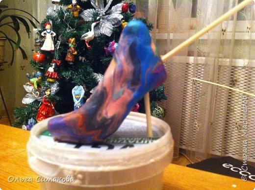 Вот такая у меня сегодня туфелька:) Надеюсь, Вам понравится. Конечно же она очень простая, но на всякий случай покажу как делала. Она из серии неограниченных возможностей пластилина в технике папье- маше.  фото 5