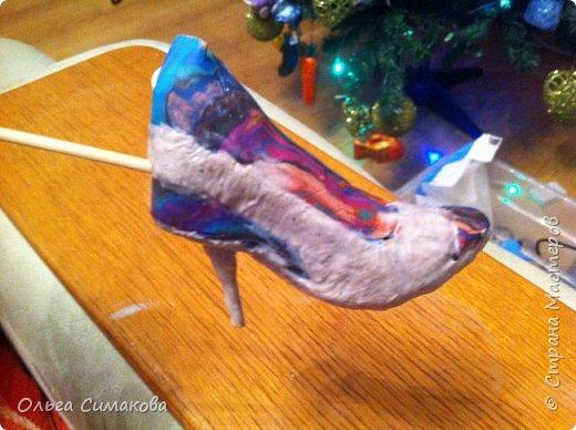 Вот такая у меня сегодня туфелька:) Надеюсь, Вам понравится. Конечно же она очень простая, но на всякий случай покажу как делала. Она из серии неограниченных возможностей пластилина в технике папье- маше.  фото 8