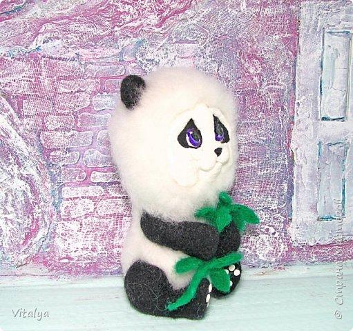 Решила сделать пандочку по МК Елены Смирновой. Только вот мордочку панды слепила из полимерной глины.  фото 2