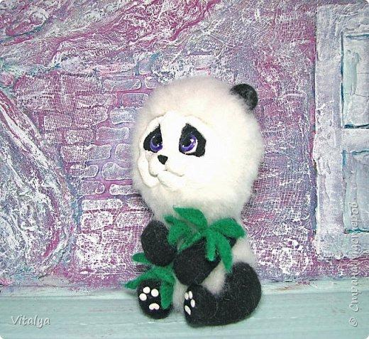 Решила сделать пандочку по МК Елены Смирновой. Только вот мордочку панды слепила из полимерной глины.  фото 1