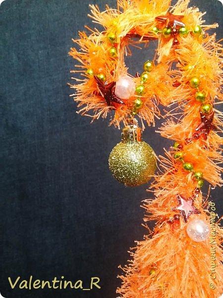 Ёлка выполнена из пряжи и декоративных украшений. Подарок для хороших друзей. фото 6