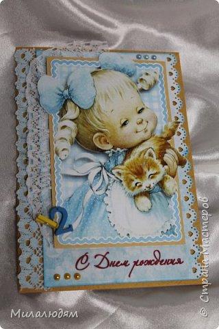 Здравствуйте! Эту открыточку делала внучке на 2 годика. Давно мне нравится эта картинка. На мою Вареньку похожа. Варе эта открытка понравилась. Она сразу узнала котенка и тыкала в него пальчиком: это Маленький, это Рыжик!  И согласилась, что девочка - это Варя. фото 1