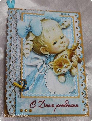 Здравствуйте! Эту открыточку делала внучке на 2 годика. Давно мне нравится эта картинка. На мою Вареньку похожа. Варе эта открытка понравилась. Она сразу узнала котенка и тыкала в него пальчиком: это Маленький, это Рыжик!  И согласилась, что девочка - это Варя. фото 2