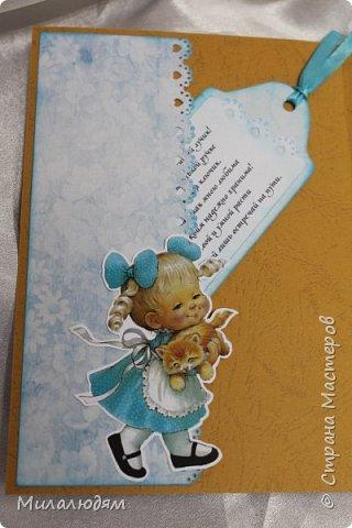 Здравствуйте! Эту открыточку делала внучке на 2 годика. Давно мне нравится эта картинка. На мою Вареньку похожа. Варе эта открытка понравилась. Она сразу узнала котенка и тыкала в него пальчиком: это Маленький, это Рыжик!  И согласилась, что девочка - это Варя. фото 9