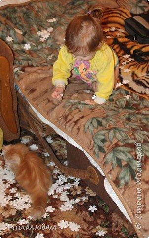 Здравствуйте! Эту открыточку делала внучке на 2 годика. Давно мне нравится эта картинка. На мою Вареньку похожа. Варе эта открытка понравилась. Она сразу узнала котенка и тыкала в него пальчиком: это Маленький, это Рыжик!  И согласилась, что девочка - это Варя. фото 11