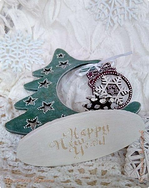 Добрый вечер, дорогие жители прекрасной и дружной Страны Мастеров!  В детстве мы все с нетерпением ждали Нового Года, загадывали желания и верили в чудо... Сейчас мы уже взрослые и все также верим в волшебство новогодней ночи и исполнение наших самых сокровенных желаний.  Хотя зима у нас только по календарю, а погода напоминает осень, предлагаю окунуться в зимнюю сказку.   фото 15