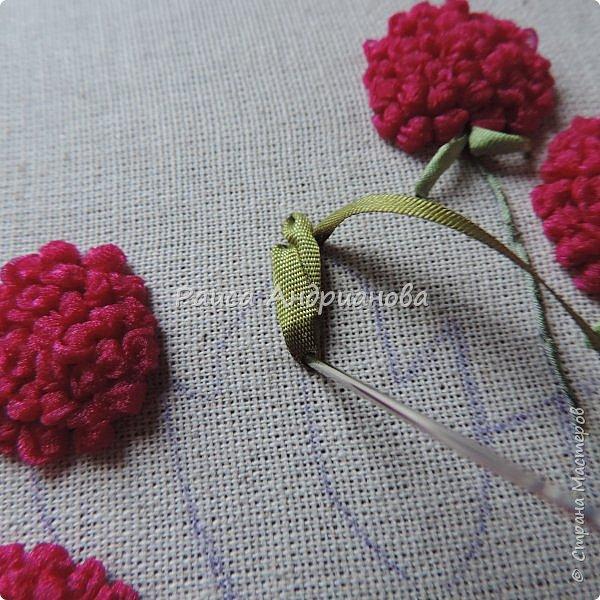 Понадобится:ткань,синтепон,косая бейка,органза(1см) для ягод, атласная лента(0,3см) для листьев и веточек, нитки мулине. фото 13