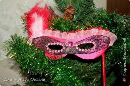 Мастер-класс в технике Канзаши. Сегодня по просьбе моих подписчиков в мастер-классе мы будем делать своими руками новогоднее украшение - новогоднюю маску для карнавала в технике Канзаши. Для работы используем атласные ленты шириной 5 см, черное кружево шириной 4 см, органзу шириной 2,5 см. Удачи в творчестве!!!  фото 2