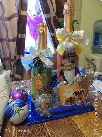 Вот такая идея пришла мне в голову - подарить две бутылочки новогоднего напитка в санях. Делала целый день, но с удовольствием. Тот, кому преподнесли сюрприз, остался доволен:) я тоже:) фото 1