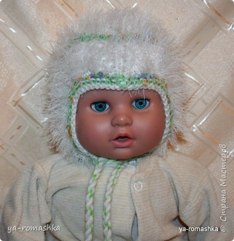 Всем доброго времени суток! В интернете я нашла схему по вязанию чудесной шапочки для новорожденного. Используя схему я связала свою шапочку для внучки, но немного иначе. (примерка на куклу).  фото 1