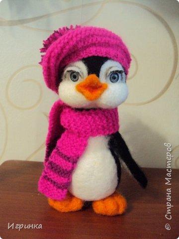 Доброго дня всем! Наконец-то оделась сестренка первого пингвиненка. Вот они вместе. И хотя родилась она несколько позже, но родилась сразу старшей сестрой. фото 3