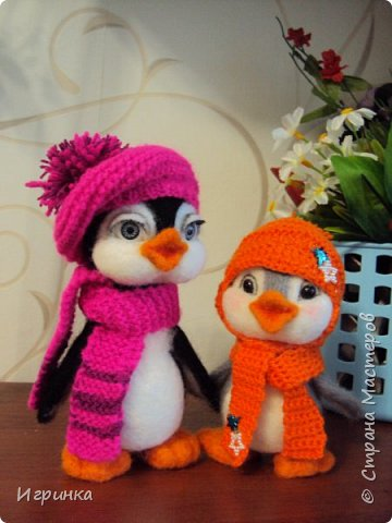 Доброго дня всем! Наконец-то оделась сестренка первого пингвиненка. Вот они вместе. И хотя родилась она несколько позже, но родилась сразу старшей сестрой. фото 1