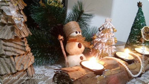 Добрый вечер,а может быть,утро,всем Рукодельницам и Мастерам!Несмотря на то что погода на наших югах совсем не новогодняя,но предпраздничная суматоха охватила всю русскую диаспору..Вот и мы уже принарядили дом к празднику. фото 1