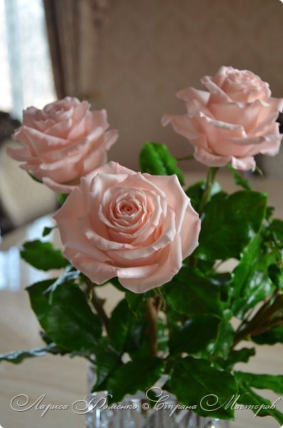 Добрый день всем ! Букет из пяти розовых роз. Сделан на заказ. Фотографий много, при разном освещении. Приятного просмотра. фото 3