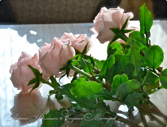 Добрый день всем ! Букет из пяти розовых роз. Сделан на заказ. Фотографий много, при разном освещении. Приятного просмотра. фото 8