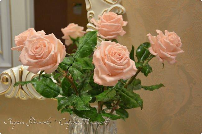 Добрый день всем ! Букет из пяти розовых роз. Сделан на заказ. Фотографий много, при разном освещении. Приятного просмотра. фото 2