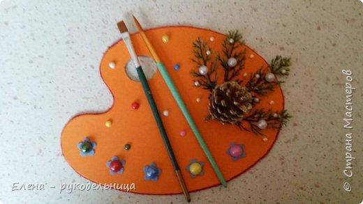 """Новогодний подарок моей любимой учительнице по пению. На этой картине в стиле батика, я изобразила нашу с ней деятельность: её за роялем и себя в костюме снегурочки с микрофоном , а на верху ноты песни под названием """" Рождество Христово """" . фото 5"""