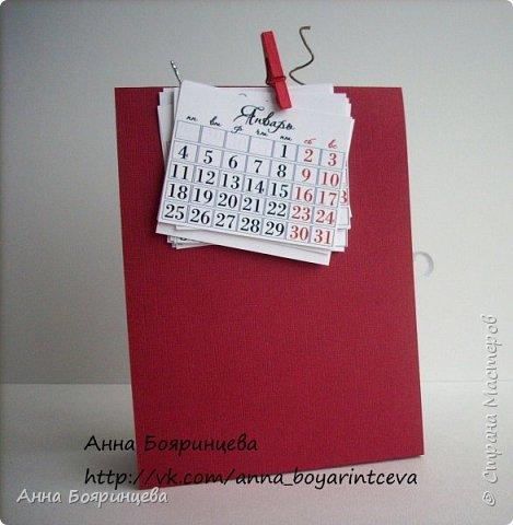 Всем добрый день!!!!! Сегодня покажу свое творение, которое делала на предновогодней встрече с топовыми мастерами по скрапбукингу вместе с Екатериной Говорушкиной. Делали красочную упаковку, но я решила сделать календарь для себя. Сказать что мне понравилось, это ничего не сказать.... Безумно понравилось!!!!!! Т.к. спреев у меня так и нет, я их заменила на перламутровую акварель. фото 3