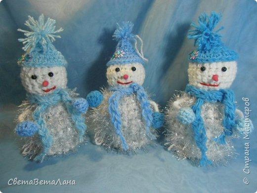 Новый год все ближе.....темп работ  ускоряется..... снеговички - братишки для  моих пельмянников.... разница только в колпачках, да и то, все о одной цветовой гамме....... фото 1