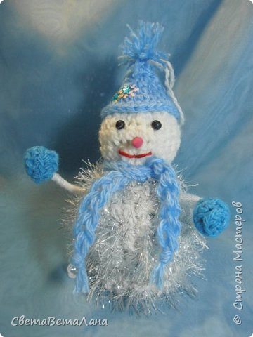 Новый год все ближе.....темп работ  ускоряется..... снеговички - братишки для  моих пельмянников.... разница только в колпачках, да и то, все о одной цветовой гамме....... фото 4