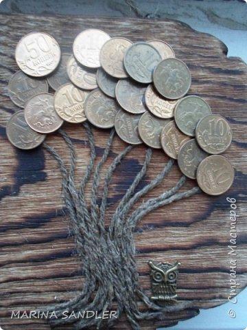 Доброго времени  суток всем!  Ключница. Отпилила кусок сосновой доски. Брашировка без обжига, морилка палисандр, пилила- старила края ( может на фото не очень видно).  Рисунок дерева классный.   Дальше денежное дерево, крючок в виде совы. фото 5