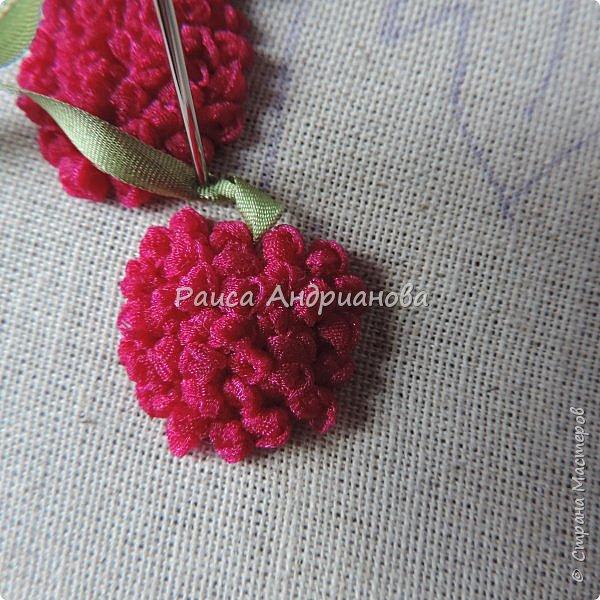 Понадобится:ткань,синтепон,косая бейка,органза(1см) для ягод, атласная лента(0,3см) для листьев и веточек, нитки мулине. фото 8