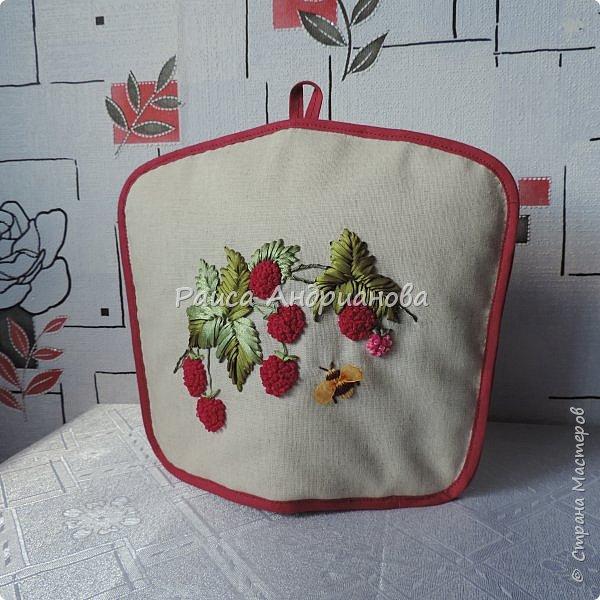 Понадобится:ткань,синтепон,косая бейка,органза(1см) для ягод, атласная лента(0,3см) для листьев и веточек, нитки мулине. фото 18