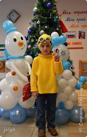 """Новый год - горячая пора, как для Дед Мороза, так и для родителей. Надо столько всего успеть!)) Хотелось сделать какой-то необычный (отличный от других костюм), так родилась идея костюма """"миньон"""". Тем более, что сын очень любит этого персонажа.   фото 1"""