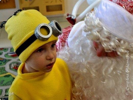 """Новый год - горячая пора, как для Дед Мороза, так и для родителей. Надо столько всего успеть!)) Хотелось сделать какой-то необычный (отличный от других костюм), так родилась идея костюма """"миньон"""". Тем более, что сын очень любит этого персонажа.   фото 3"""