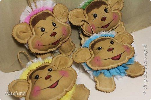 Доброго всем дня!! Покажу несколько своих работ для ярмарки.. Сшила еще несколько мордашек обезьянок..Вот какие они веселые,нарядные.. фото 1