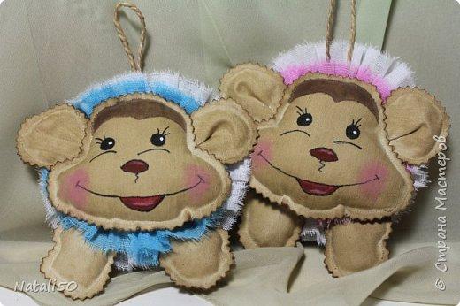 Доброго всем дня!! Покажу несколько своих работ для ярмарки.. Сшила еще несколько мордашек обезьянок..Вот какие они веселые,нарядные.. фото 2