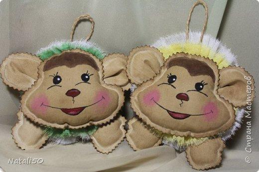 Доброго всем дня!! Покажу несколько своих работ для ярмарки.. Сшила еще несколько мордашек обезьянок..Вот какие они веселые,нарядные.. фото 3