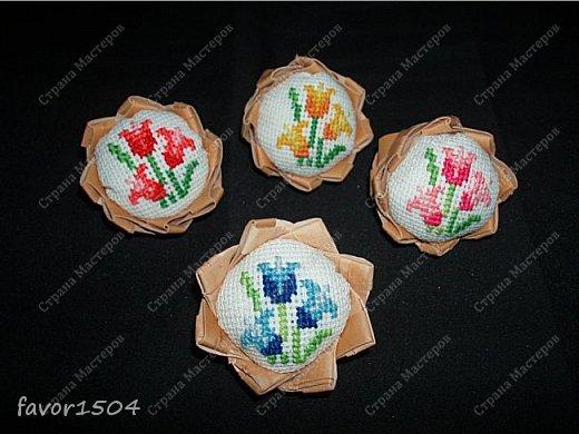 Захотелось немного потворить в подарок знакомым рукодельницам - игольницы нужны всегда там, где шьют и вышивают.... фото 4