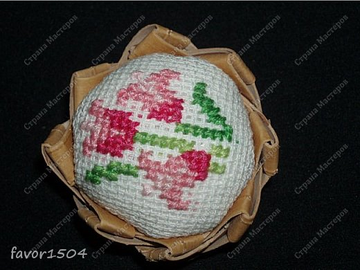 Захотелось немного потворить в подарок знакомым рукодельницам - игольницы нужны всегда там, где шьют и вышивают.... фото 5