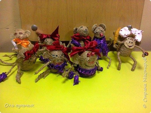 Еще раз здравствуйте! хочу показать новогодние работы своих учеников. Вот такие дед морозики получились у третьеклашек. Спасибо большое за МК: https://stranamasterov.ru/node/476488?c=favorite фото 10