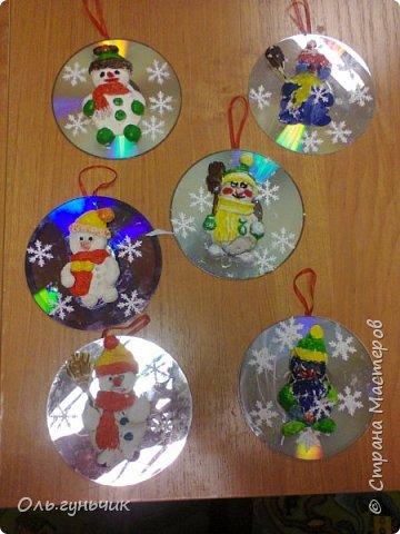 Еще раз здравствуйте! хочу показать новогодние работы своих учеников. Вот такие дед морозики получились у третьеклашек. Спасибо большое за МК: https://stranamasterov.ru/node/476488?c=favorite фото 34
