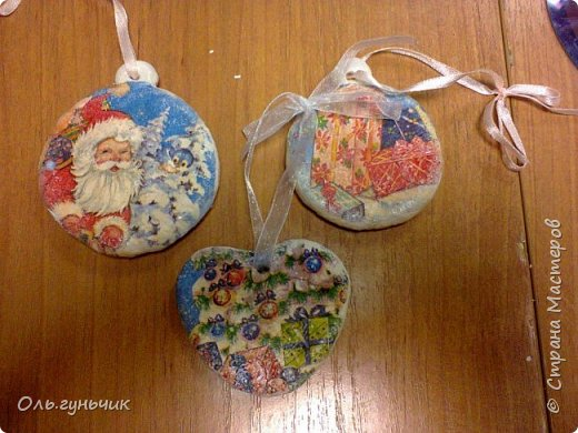Еще раз здравствуйте! хочу показать новогодние работы своих учеников. Вот такие дед морозики получились у третьеклашек. Спасибо большое за МК: https://stranamasterov.ru/node/476488?c=favorite фото 40