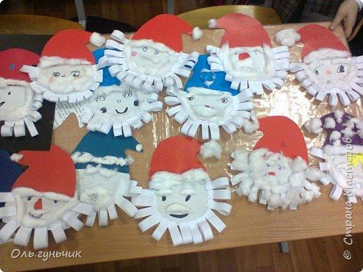 Еще раз здравствуйте! хочу показать новогодние работы своих учеников. Вот такие дед морозики получились у третьеклашек. Спасибо большое за МК: https://stranamasterov.ru/node/476488?c=favorite фото 43