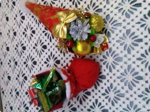 Саночки новогодние со Снеговичком и елочкой и подарками фото 3