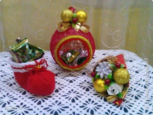 Саночки новогодние со Снеговичком и елочкой и подарками фото 4