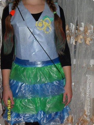 В школу на конкурс. Жилетка и сумочка  из вискозных салфеток, юбка из пакетов для мусора. фото 1