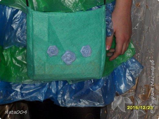 В школу на конкурс. Жилетка и сумочка  из вискозных салфеток, юбка из пакетов для мусора. фото 3